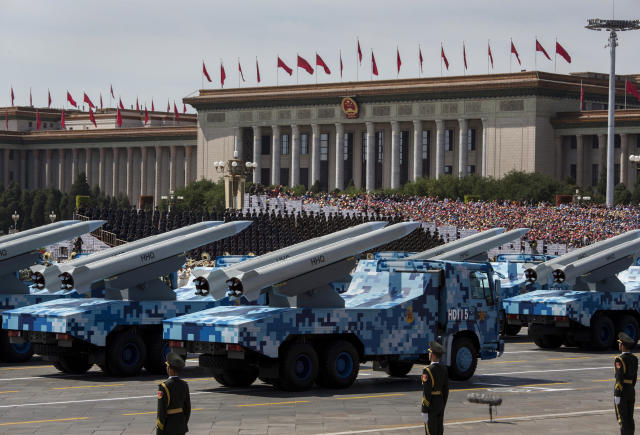 Misiles chinos desfilan en Pekín en 2015. (Photo by Kevin Frayer/Getty Images)