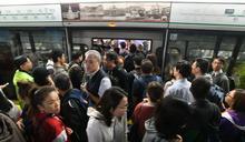 【修例風波】列車車門被阻礙 港鐵觀塘荃灣及港島綫服務一度受影響