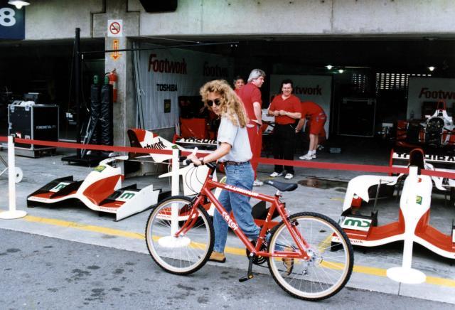 *文件*意大利前驾驶员Giovanna Amati骑自行车。 阿玛蒂(Amati)是1992赛季参加世界一级方程式锦标赛的最后一位女性(照片:路易斯·卡洛斯·穆劳斯卡斯(Luiz Carlos Murauskas / Folhapress))