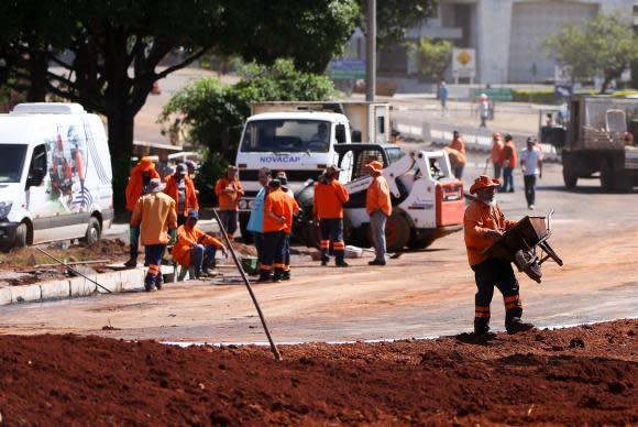 Brasília - Obras de desvio do local onde desabou um viaduto, próximo à Galeria dos Estados, na região central de Brasília (Marcelo Camargo/Agência Brasil)