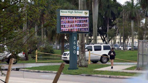 florida-school-threat-01-wplg-jc-190823_