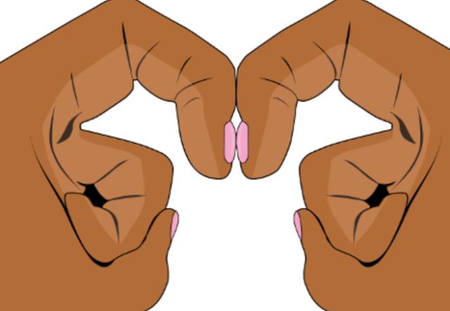Entre las uñas índice, deberías ver un espacio con forma de diamante [Foto: BMJ Best Practice].