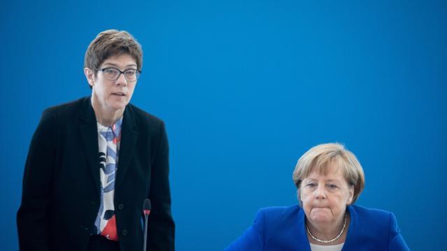 Bundeskanzlerin auf Abruf? Angela Merkel und CDU-Chefin Annegret Kramp-Karrenbauer. Foto: Kay Nietfeld