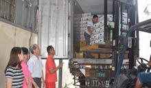 外埔紅龍果品質特優 裝車運三噸銷香港