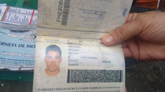 Passaporte encontrado por pescadores no local do acidente (Reprodução)