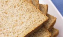 一片麵包可能比一包洋芋片還鹹