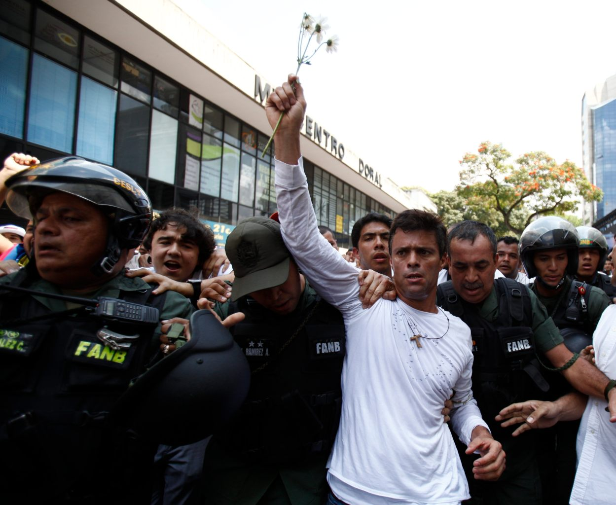 """Revolucion"" au Venezuela ? Bc411731-31a3-3524-841b-8502dac100fb"