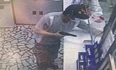 持槍搶劫郵局 他差點逃出境