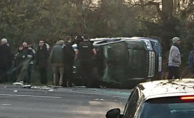 女王丈夫車禍 整輛車翻了