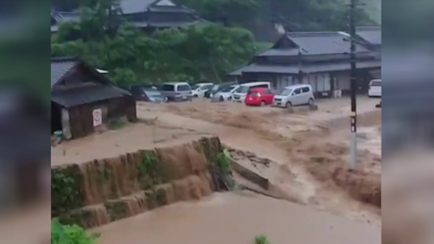 暴雨強襲已16死 熊本民眾排出SOS