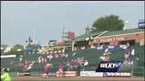 WLKY team throws first pitch at Bats game