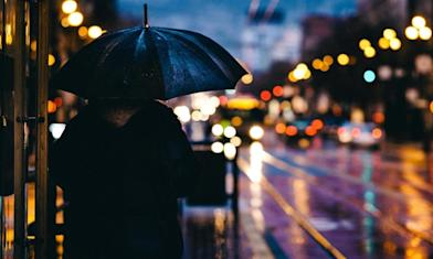 雨神持續同行 冷氣團入夜報到