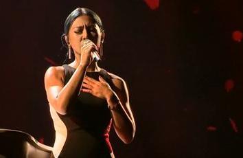 詮釋歌后經典 她一唱網批「車禍現場」