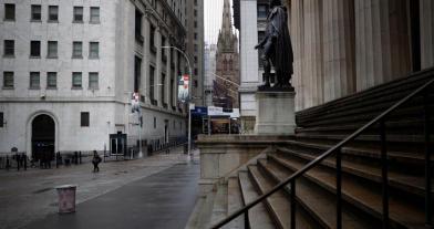 疫情延燒!美首家銀行宣布破產