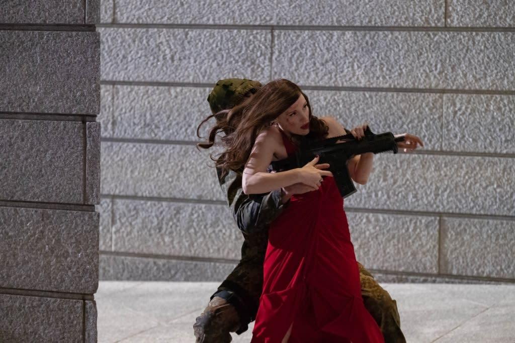 《紳士追殺令》柯林法洛 狠槓潔西卡雀絲坦《追殺艾娃》成新一代「女殺神」