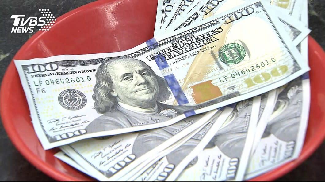 銀行推美金定存 年息3%賺9千