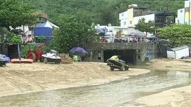 豪雨連日摧殘 墾丁南灣現3米寬泥流