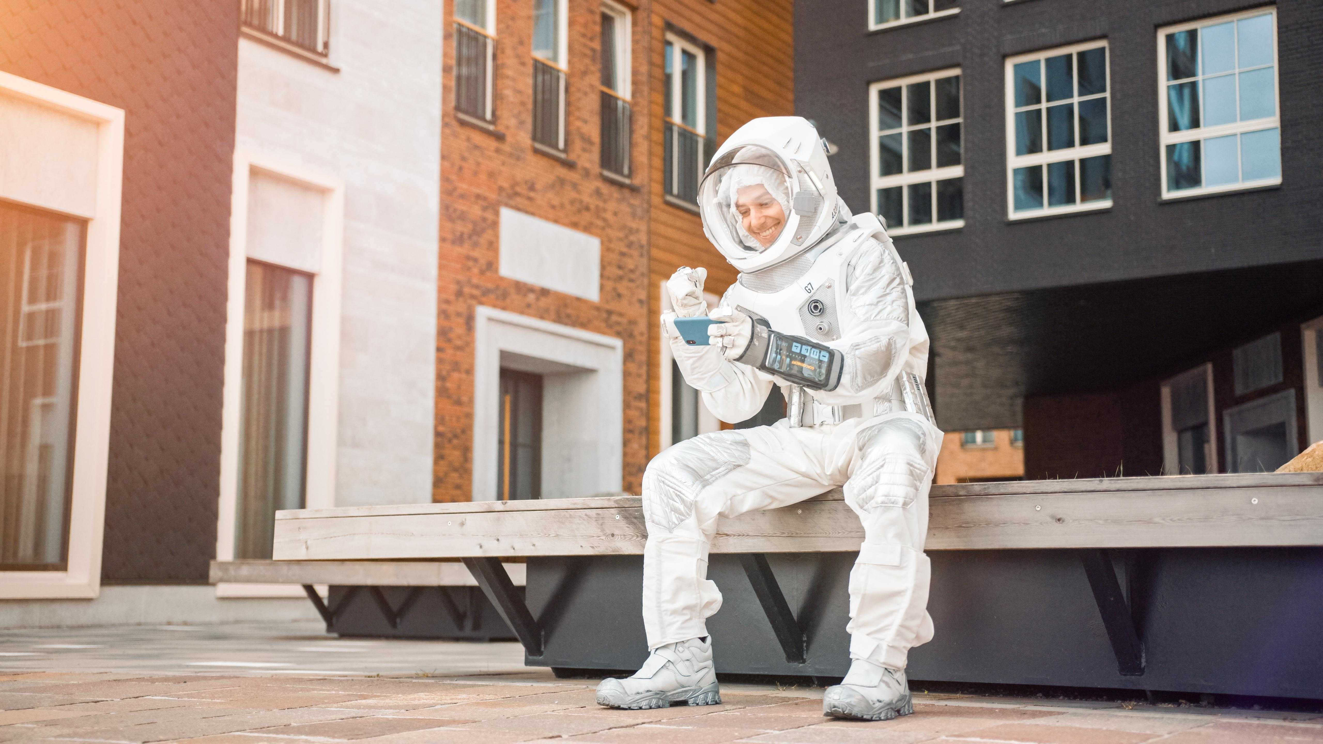 【移民英國】BNO身份可以先做「太空人」?兩大關卡要留意