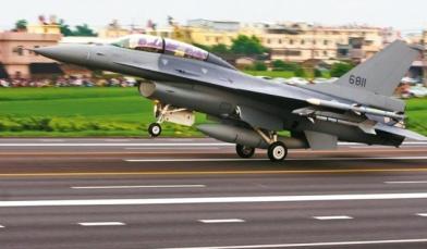 反制共軍航母恫嚇 我F-16升空操演